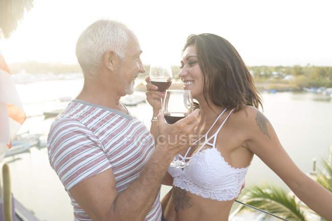 Vztah se starším mužem: Co vás čeká?